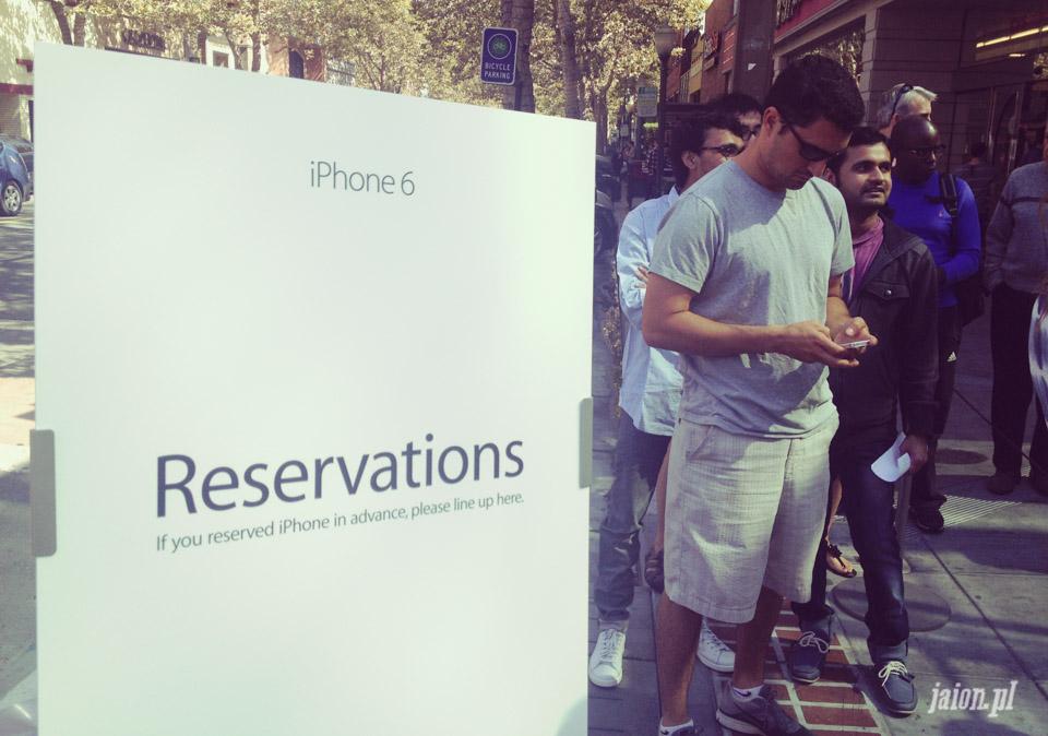 Jakie są kolejki po nowy iPhone 6 w dzień po premierze?