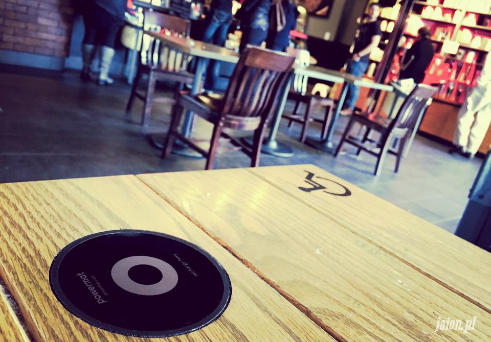 Starbucks wprowadza pierwsze bezprzewodowe ładowarki do telefonów w Dolinie San Francisco