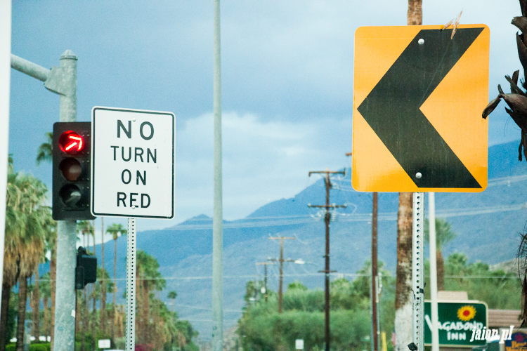 no-turn-on-red-znaki-w-usa